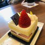 ラウンジ シーウインド - ショートケーキは女王様やねん