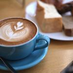 パンとエスプレッソと自由形 - 女子力高いカフェラテ