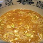 陸 - 濃厚豚骨醤油スープ。
