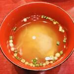 中華風家庭料理 ふーみん - 味噌汁は蟹
