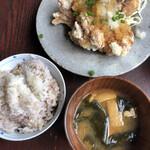 145583879 - 日替わりの竜田揚げと玄米MIXご飯