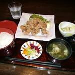 わさびの花 - 鶏唐揚げ定食(800円)