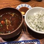 Katsukichinihombashitakashimayaesushiten - しそご飯と赤だし