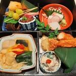 145599535 - 蓋を開けるだけでときめく!お造里や種類豊富な焼き物、焚合や揚げ物、笹寿司などが詰まった豪華な松花堂弁当