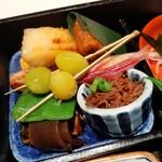 145599552 - 銀鱈の西京焼きやいわしの山椒煮、風味良いちりめん山椒にパラリとお塩が効いたもっちり銀杏などご飯に合うおかずがズラリ