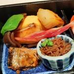 145599590 - しっとり柔らかな銀鱈の西京焼きにお出汁の効いたジューシーな出汁巻き、甘辛いタレと香り良い粉山椒でいただく生麩の蒲焼きなど