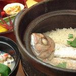 八十八商店 - 料理写真:名物!土鍋焚き 鯛のご飯