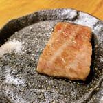 焼肉屋 牛蔵 - お塩で食べて、ちょうどいい。