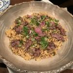 アシャール - 牛バラ肉のガーリックライス