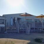 ビストロアンドカフェ タイム - お店、外観。逆光ですね。