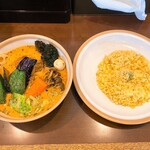 145618876 - SOUP CURRY KING 本店@南平岸 チキン野菜カリー(1350円)