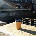肉バルブッチャーズ 八百八 - 食後のコーヒーを昌平橋にて