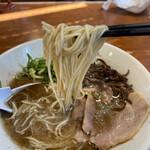 博多一舞 - 麺は少なめ。替え玉追加で普通盛りくらい