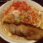 ロクゴーガッツ - 海老味噌ラーメン(+背脂)(900円)