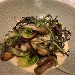 Judomarushe - 牡蠣ときのこのフリカッセ 本当に牡蠣が大きくてびっくり。ぷりぷり。たくさんの茸の食感がいいですね。 クリームソースがとても合います。とっても美味しい。
