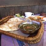 アンナプルナ カレー&バイキング - パーラクパニールとブュッフェ料理いろいろ