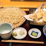 志趣饗粋 蕎麦 鷲ひら - サヨリの天ぷらせいろ(宮城県産サヨリ、野菜5品)