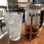 145640335 - サ〇トリーの烏龍茶じゃないんですw                         ちゃんと茶葉を煎じた物が提供される拘りぶり。