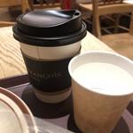145641604 - コーヒーとお水
