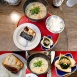 サンちゃん食堂 - 料理写真:サンちゃん定食~塩サバ・粕汁・鶏肉のニラソース和え