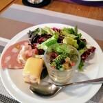 ビストロ キューブマン - サラダと前菜盛り合わせ ひとつひとつがステキ