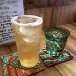 町屋 あかりや - ◆焼酎と梅酒のソーダ割り・・主人は生ビールを頂きたかったようですが、生憎この日はサーバーが故障したとか。