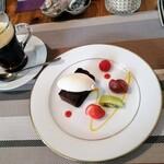 ビストロ キューブマン - デザートとホットコーヒー