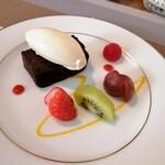 ビストロ キューブマン - バニラアイスクリームとガトーショコラ