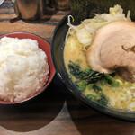 松壱家 - 醤油豚骨大盛野菜盛り+ライス