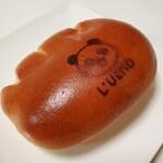 フォルサム - しっかり焼いてるからパリっとうすく、中はフンワリ、クリームパン。意外と大きいです。