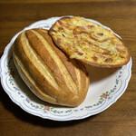 サイドフィールドブレッド - 料理写真:小さく見えますがお皿の直径は25cm どちらも大きいです。
