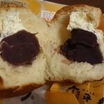 平井製菓株式会社 - 牛乳あんパン 断面