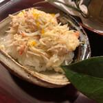東茶屋 なかむら - 加能蟹の飯蒸し→流石の加能蟹!品を感じる身質は堪りません(^O^)/飯蒸しで少しずつ温められているのも嬉しいですね。旨い!
