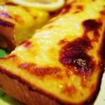 バースデイ - エダムチーズのチーズトースト
