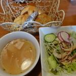 14569590 - ランチのスープ、サラダ、パン