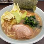 豚骨醤油らーめん じぇんとる麺 - 料理写真:とんこつ醤油ラーメン 750円。