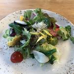 145691953 - パスタランチ(税込み1000円)には20種類の野菜サラダがつきます