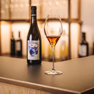 月替わりのナチュラルワインやオリジナルカクテルをご用意