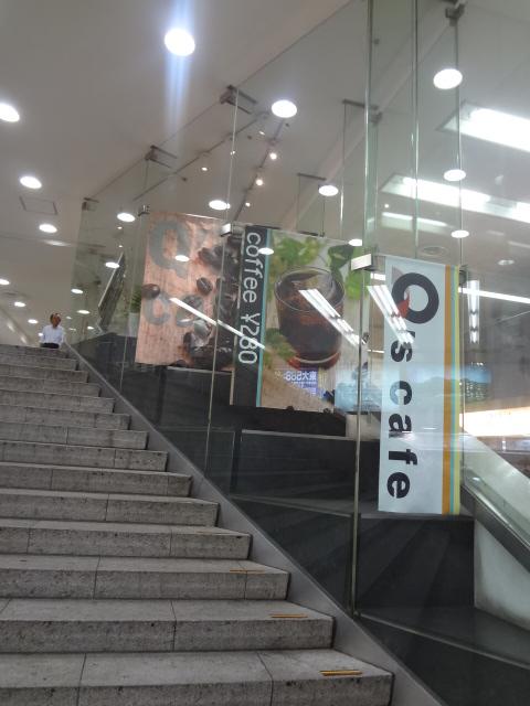 Q's cafe - JR新宿西口改札から小田急線西口地改札方面へ行く階段