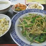 名華園料理店 - 青椒肉絲定食500円