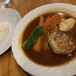 スープカレー カムイ - 全景。長州の存在感はさすが。