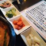 韓国家庭料理 唐辛子 - 小鉢4種