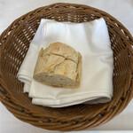 ソーサリート - バケット白パン