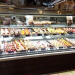 ドイツ菓子 ホーゲル - 料理写真:ケーキがどれも綺麗