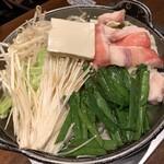 九州地鶏屋 鍋弁慶 - 九州もつ鍋 辛味噌