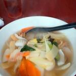 台湾料理 福満楼 - 料理写真:海鮮ラーメン(ボケて見えるところは湯気)