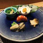 145744491 - 前菜盛り合わせ(アサリと菜の花の辛子和え・チーズ豆腐雲丹のせ・海老の旨煮・牡蠣のコンフィ・鮑のスパイシー煮)