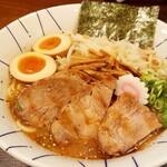 麺恋処 き楽 - 得 味噌らーめん(1050円) 並盛り。