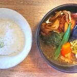 SoupCurry Beyond Age - チキンベジ ¥1100*薬膳スープ*辛さ5番*ライス小(150g)