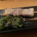 鶏料理 はし田屋 - ししとう串、豚バラ串